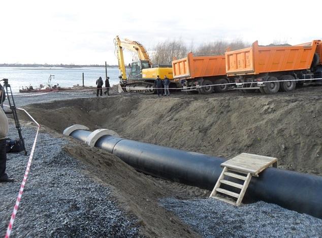 Подводный переход, прокладка трубы под рекой, укладка дюкера